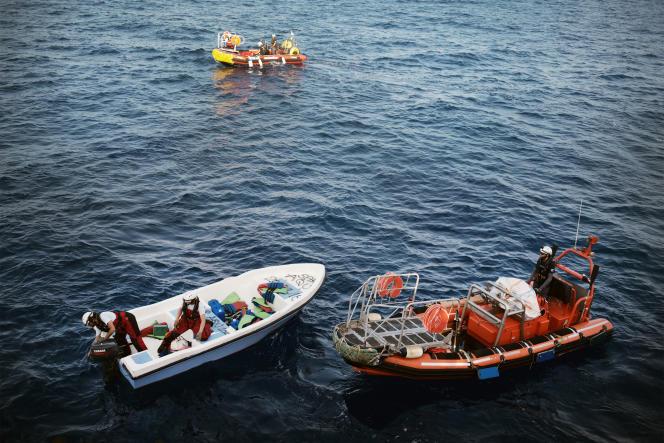 Le 20 septembre, l'équipage de l'«Aquarius» procède à la destruction et au marquage du bateau avec la date et l'inscription SAR AQU, après le sauvetage de onze personnes, dont un mineur de 14 ans.