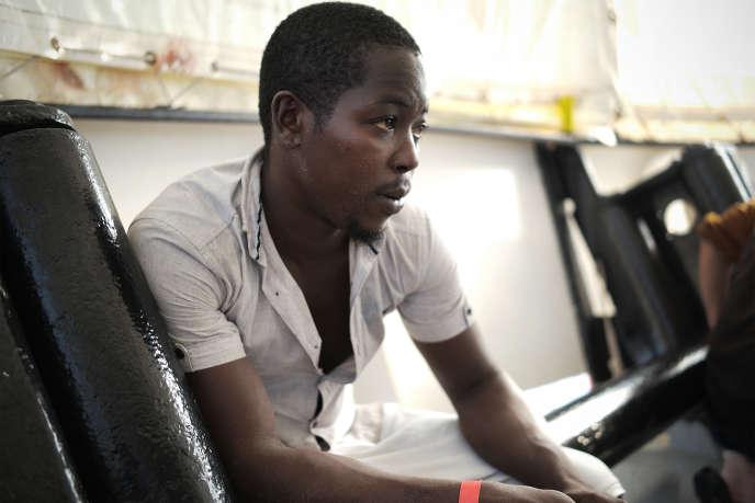 Youssouf, jeune Ivoirien de 20 ans, à bord de l'« Aquarius », le 20 septembre, après avoir été secouru en mer.