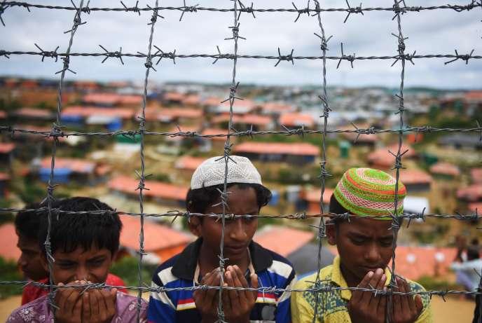 Des réfugiés rohingya dans un camp de réfugiés au Bangladesh.