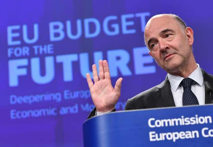 Pierre Moscovici, le commissaire européen aux affaires économiques et financières, lors d'une conférence de presse sur le budget de l'Union européenne, à Bruxelles, le 31 mai.
