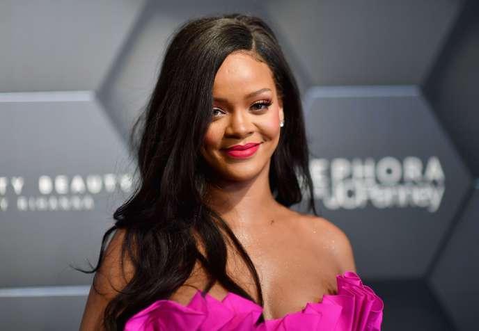 Rihanna lors d'un événement organisé par « Fenty Beauty by Rihanna», sa marque de cosmétiques.