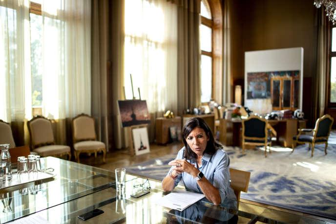 Anne Hidalgo, dans son bureau à la mairie de Paris, le 20 septembre.