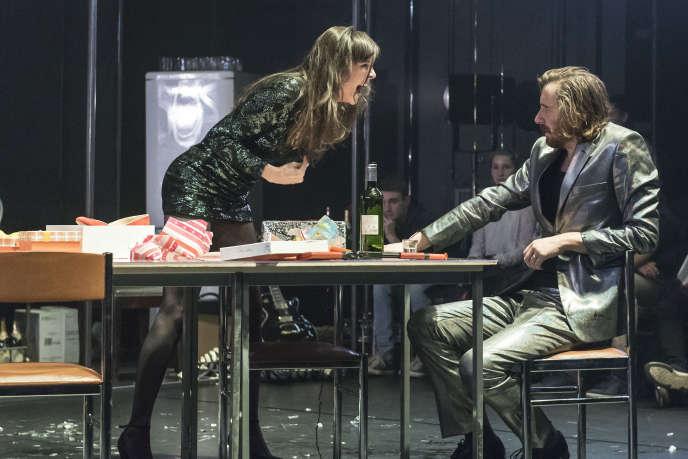 « Une maison de poupée», d'après Henrik Ibsen, mise en scène parLorraine de Sagazan au Monfort Théâtre.
