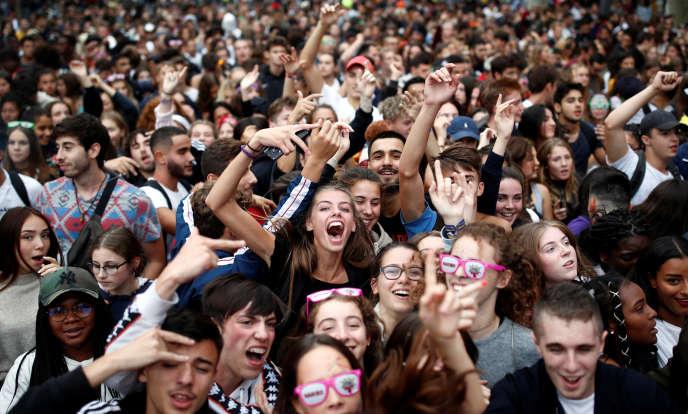 Le grand charivari musical de la Techno Parade a quitté le Louvre vers 16heures et devait se disloquer peu après 19heures place d'Italie, après avoir enjambé la Seine par le pont Morland.