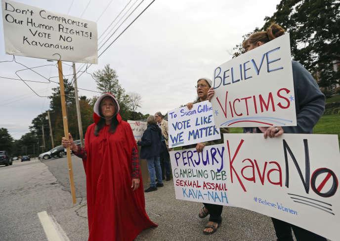 Des manifestants hostiles à la confirmation deBrett Kavanaugh à la Cour suprême, le 21 septembre àManchester, dans leNew Hampshire.