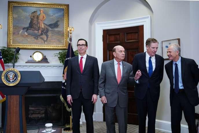 De gauche à droite, le secrétaire au Trésor Steven Mnuchin, le secrétaire au commerce Wilbur Ross, le représentant pour le commerce Robert Lighthizer et le conseiller pour le commerce Peter Navarro.