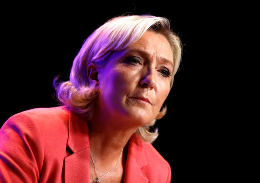 Marine Le Pen, à Mantes-la-Ville, le 23 septembre.