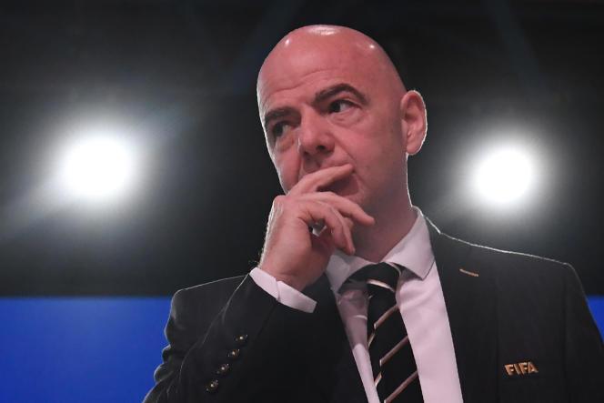 Le 26 octobre 2015, jour de la limite du dépôt des candidatures, Gianni Infantino s'était porté candidat à la présidence de la FIFA.
