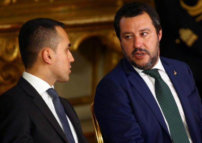 Le vice-premier ministre, Luigi Di Maio (à gauche) et le ministre de l'intérieur, Matteo Salvini, au palais du Quirinal, à Rome, le 1er juin.