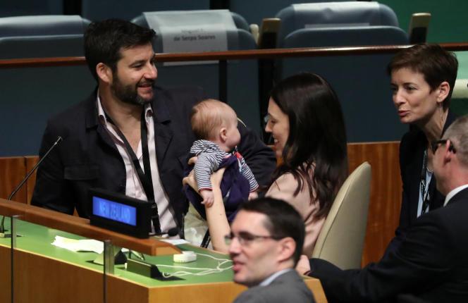 Jacinda Ardern à l'ONU avec son bébé, Neve, et son compagnon, le 24 septembre 2018.