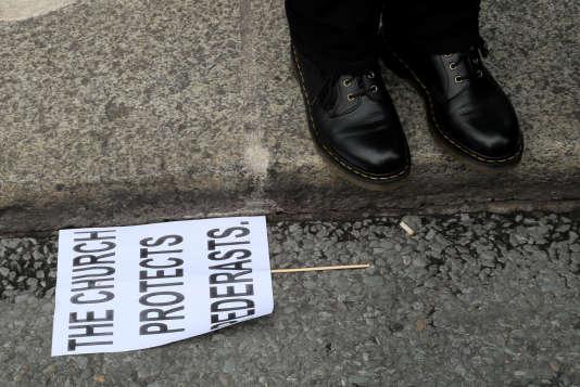 Manifestation lors de la visite du pape François, à Dublin, le 26 août.