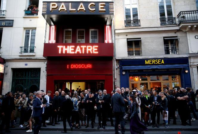 Devant le Palace avant le défilé Gucci de la Paris Fashion Week, le 24 septembre.