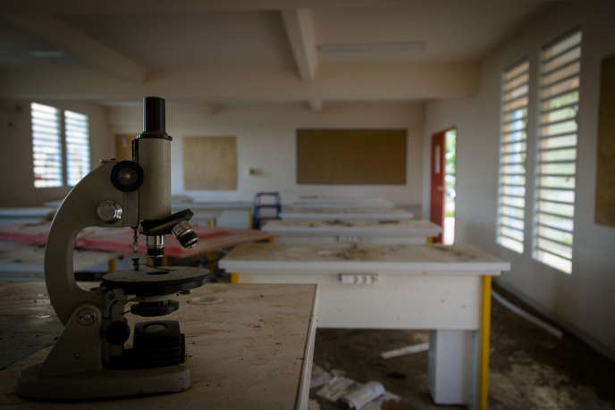 Salle de classe du collège Soualiga, un an après le passage de l'ouragan Irma, à Saint-Martin, le 22 septembre..