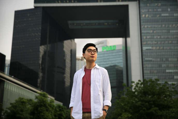 Andy Chan Ho-tin, cofondateur duParti National de Hongkong (HKNP), en avril 2016 devant le Parlement hongkongais.