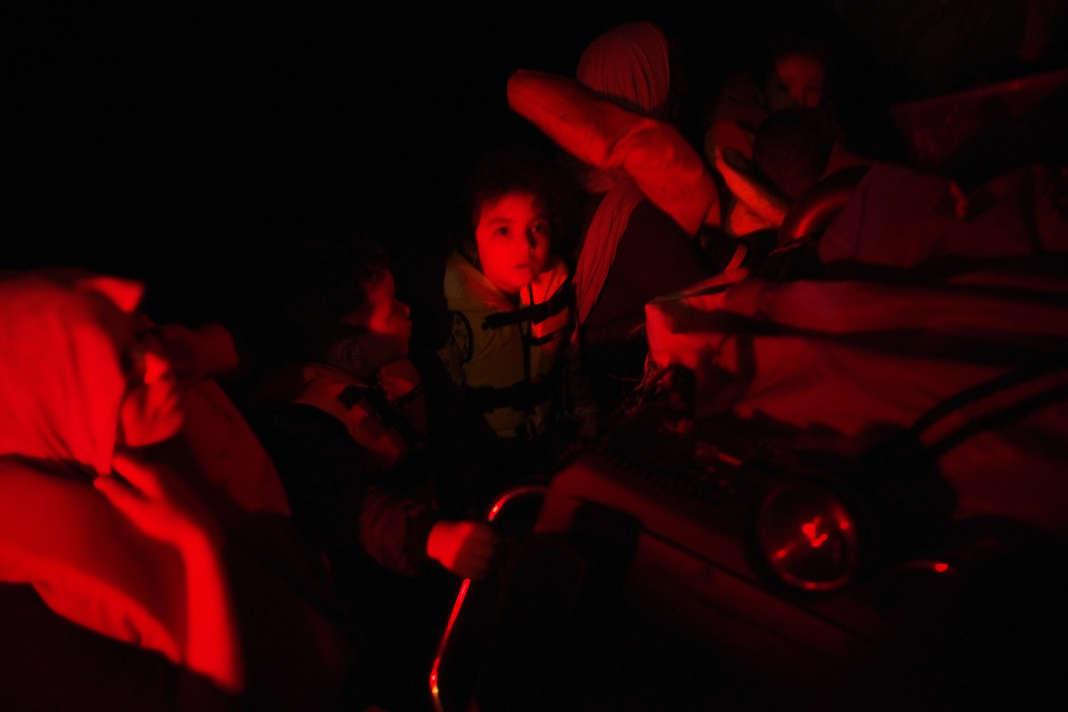 Le sauvetage, au large de Zaouia, du petit bateau de pêcheur avec 47 personnes à son bord, dont 17 mineurs, a commencé vers 3h du matin.