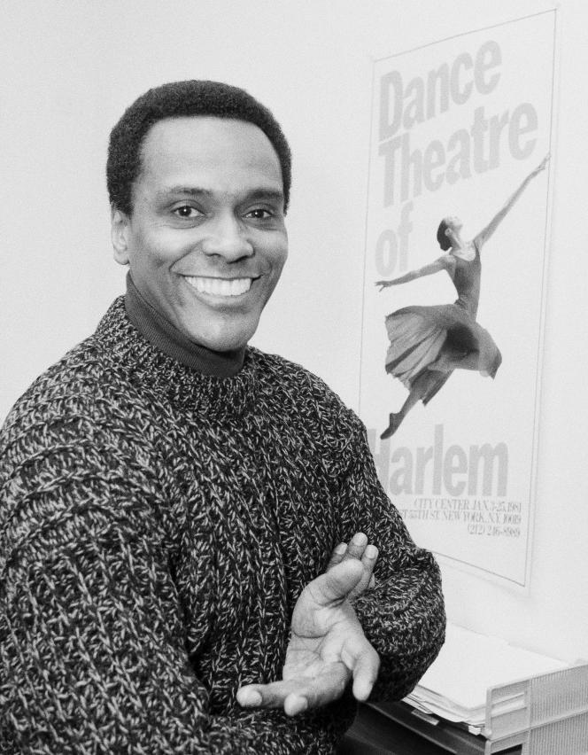 Le danseur et chorégraphe Arthur Mitchell, dans son bureau à New York, en janvier 1986.