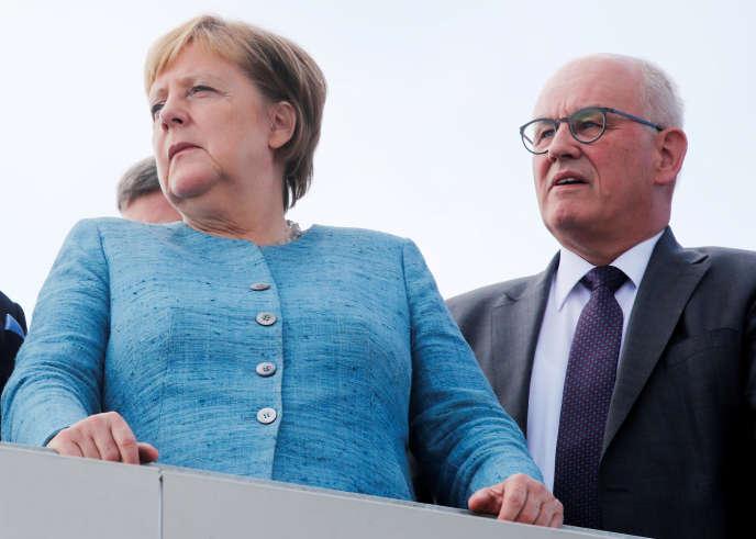 La chancelière allemande, Angela Merkel, et Volker Kauder, ex-président du groupe CDU-CSU au Bundestag, le 19 septembre à Immendingen (Allemagne).