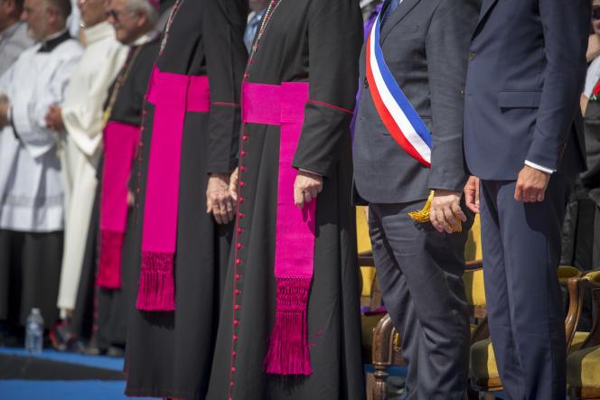 L'évêque d'Orléans, l'évêque de Saint-Dié et Edouard Philippe, aux Fêtes de Jeanne d'Arc à Orléans, le 8 mai.