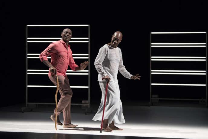 Salia Sanou et Germaine Acogny dans l'un des face-à-face composant«Multiple-s», mis en scène par le chorégraphe burkinabé.