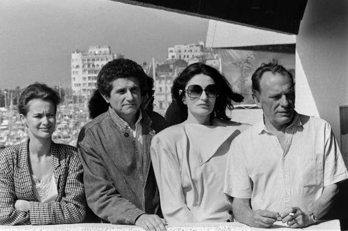 L'équipe du film«Un homme et une femme: 20ans déjà»,à Cannes, le 12mai 1986 (de droite à gauche : Jean-Louis Trintignant, Anouk Aimée, Claude Lelouch et sa femme Marie-Sophie).