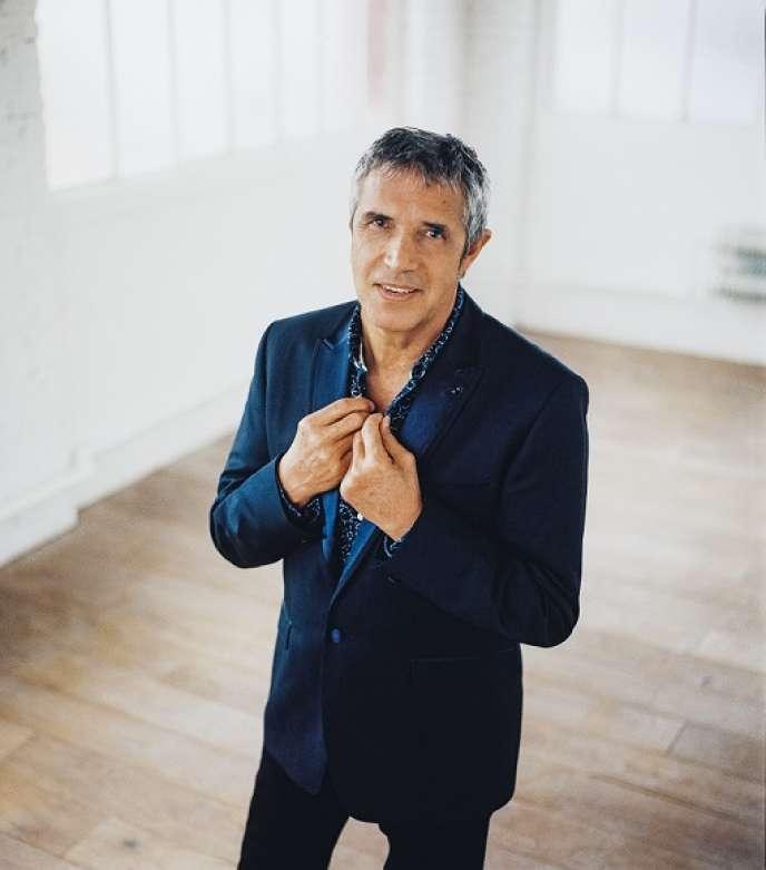 La carrière du chanteur est revisitée dans le documentaire « Nos années Julien Clerc».