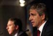 Luis Caputo (à droite) a annoncé sa démission de son poste de gouverneur de la Banque centrale d'Argentine mardi 25 septembre.
