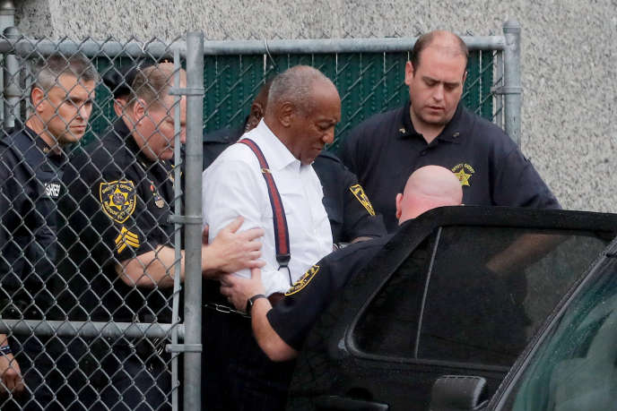 L'acteur Bill Cosby à son départ du tribunal de Norristown (Pennsylvanie) après sa condamnation, le 25 septembre.