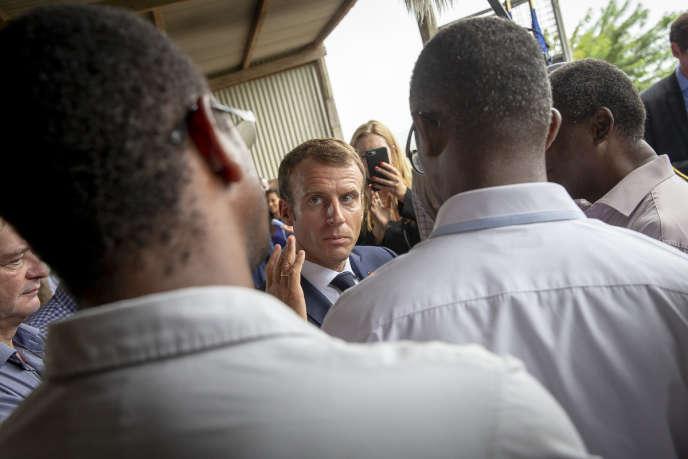Emmanuel Macron visite une exploitation agricole à Morne-Rouge, près de Saint-Pierre, en Martinique, le 27 septembre.
