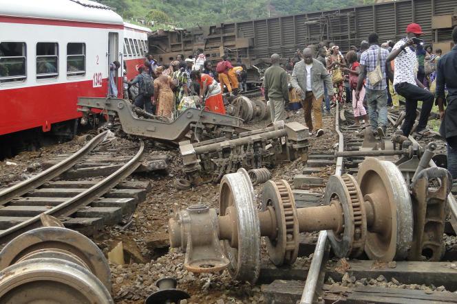 Le 21octobre 2016, après le déraillement d'un train à Eseka, dans le centre du Cameroun.
