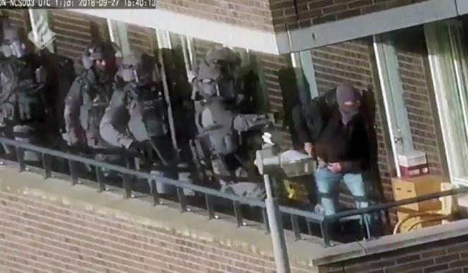 Pendant l'opération des forces de sécurité à Arnhem (Pays-Bas), le 27 septembre 2018.