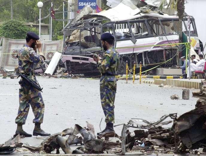 Le 8 mai 2002, onze Français employés par la société DCN trouvent la mort dans un attentat après qu'un kamikaze ait percuté le bus qui les transportait.