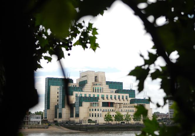 Le siège du MI6, l'agence du renseignement extérieur britannique, le long de la tamise à Londres.
