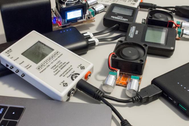 Nous utilisons une variété de bidules hautement sophistiqués pour tester les batteries.