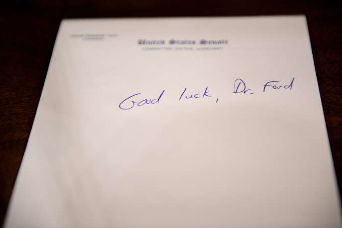 Un mot laissé pour Christine Blasey Ford avant son audience devant la commission du Sénat, à Washington, le 26 septembre.
