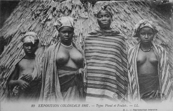 Photographie d'époque de l'Exposition coloniale de 1907 au Jardin d'agronomie tropiacale du bois de Vincennes, dans le 12e arrondissement de Paris.