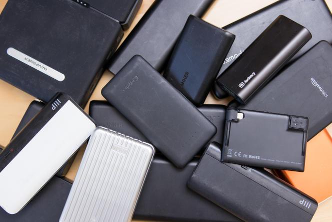Des piles de batteries vides envahissent régulièrement nos bureaux.