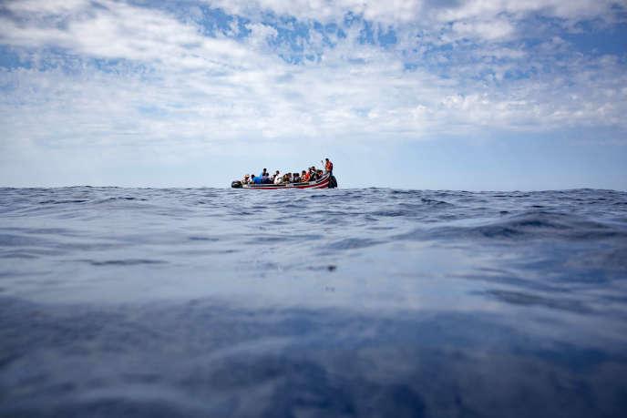 Un bateau de migrants dans le détroit de Gibraltar le 8septembre2018.