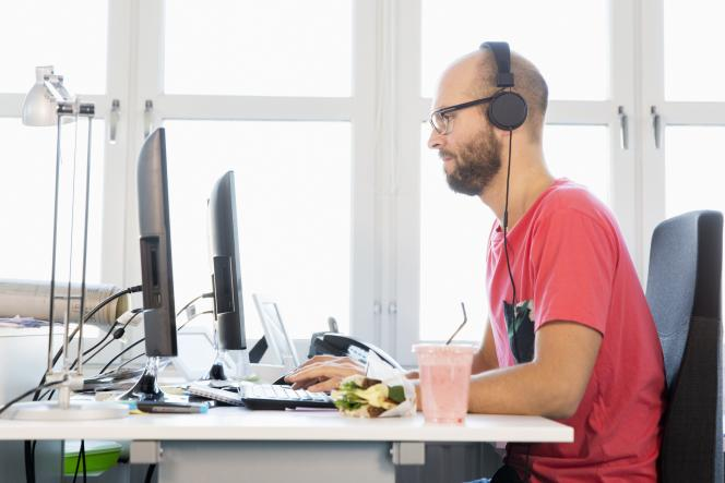 Vous passez tous vos repas derrière votre ordinateur? Vous serez catalogué commeisolationniste. Un pedigree qui vous marquera au fer rouge.