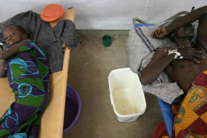 Dans une clinique de Médecins sans frontières (MSF) à Bujumbura, la capitale du Burundi, en août 2005, pendantune épidémie de choléra.