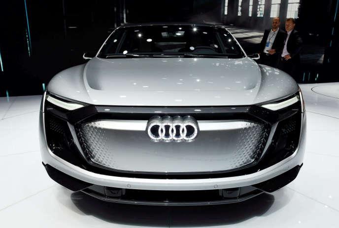 Présentation de l'Audi e-tron, un SUV 100 % électrique, lors du Salon de l'automobile de Shanghaï, en avril 2017.