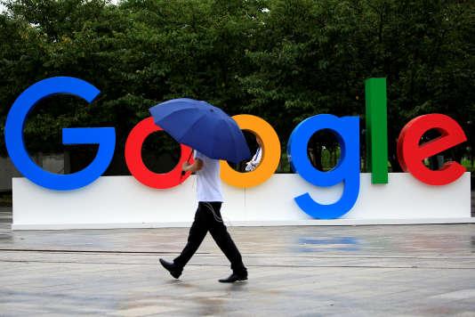 Un panneau Google à Shanghaï (Chine), en septembre.