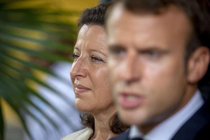 La ministre des solidarités et de la santé,Agnès Buzyn, et Emmanuel Macron, à Fort-de-France (Martinique), le 27 septembre.