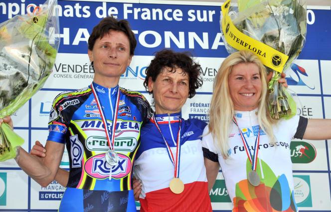 «Entre nous, ça a toujours été assez compliqué», dit Edwige Pitel (à gauche) à propos de Jeannie Longo, ici sacrée championne de France pour la 57e fois, en 2010.