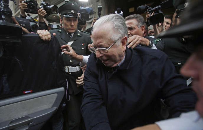 L'ancien prêtre Fernando Karadima avait été suspendu à vie de ses fonctions par le Vatican en 2011pour abus sexuels perpétrés sur des mineurs dans les années 80 et 90 dans une paroisse de Santiago.