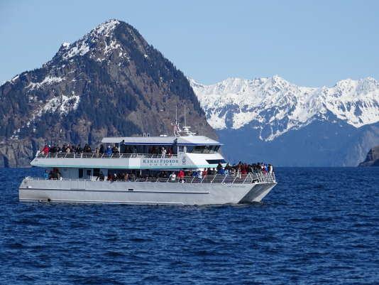 Croisière à bord d'un catamaran depuis le port de Seward, en Alaska.