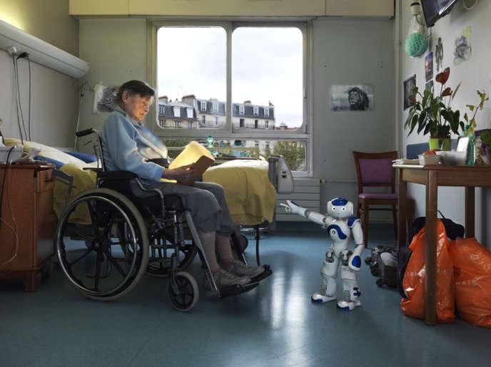A l'hôpital Broca à Paris, des robots de compagnie pour les personnes âgées
