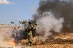 Un rebel syrien du « Front national de libération» prend part aux combats dans la province d'Idlib en septembre 2018.