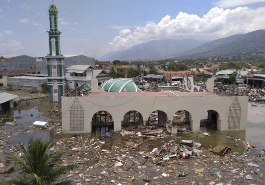 Le rovine della moschea Palu dopo lo tsunami che ha devastato l'isola di Sulawesi (Indonesia), il 29 settembre.