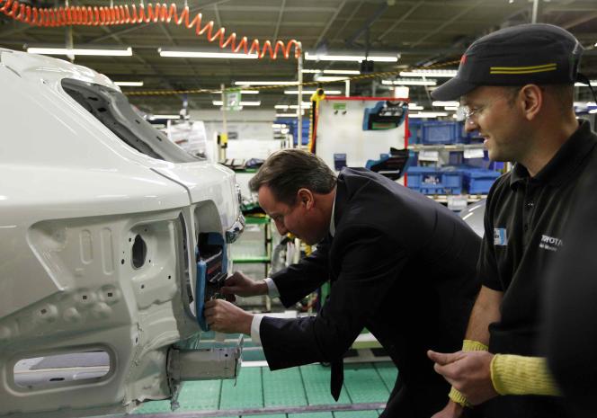 Visite du premier ministre de l'époque David Cameron à l'usine Toyota de Burnaston, le 24 novembre 2011.