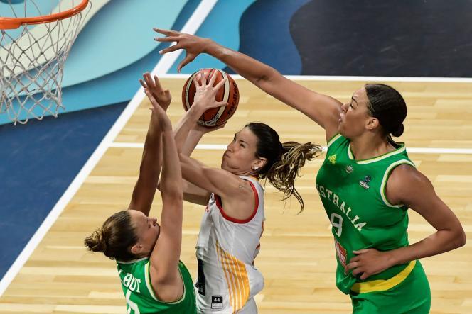 En demi-finales, les Espagnoles impuissantes ont eu l'impression que Liz Cambage«jouait au mini-basket» avec elles.